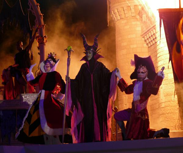Disney_Villains_at_Mickey's_Not_So_Scary_Halloween_Party_2009(1)