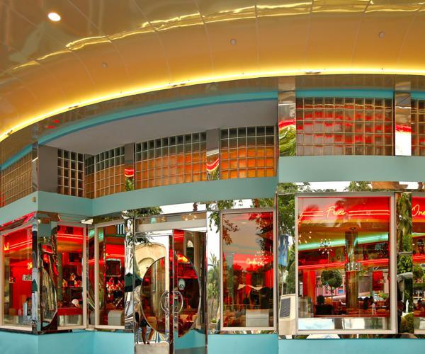 Restaurant_in_Universal_Studios_Singapore_-_20120914